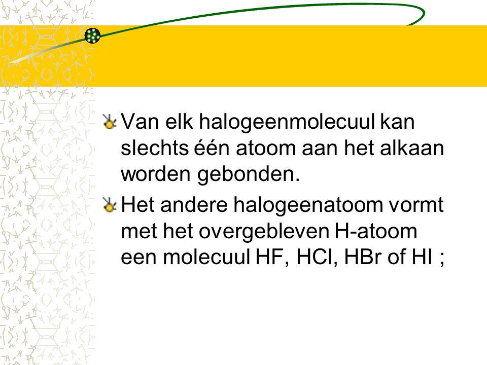 Van elk halogeenmolecuul kan slechts één atoom aan het alkaan worden gebonden.