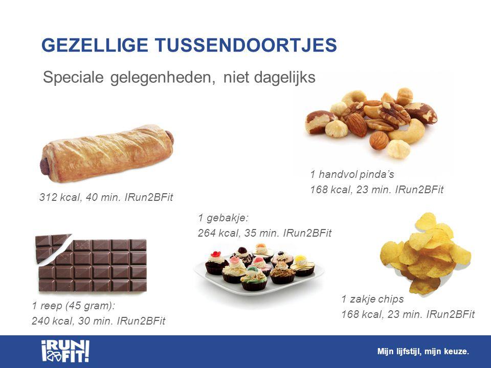 Worstenbroodjes, nootjes, gebak, chocolade