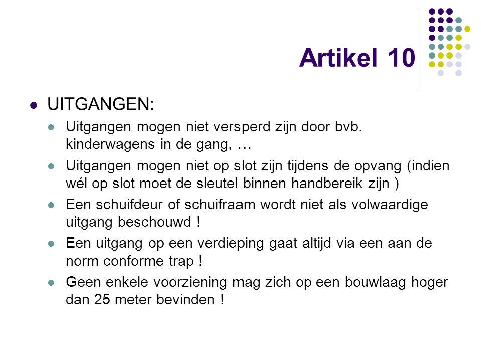 Artikel 10 UITGANGEN: Uitgangen mogen niet versperd zijn door bvb. kinderwagens in de gang, …