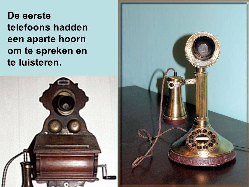 De eerste telefoons hadden een aparte hoorn om te spreken en te luisteren.