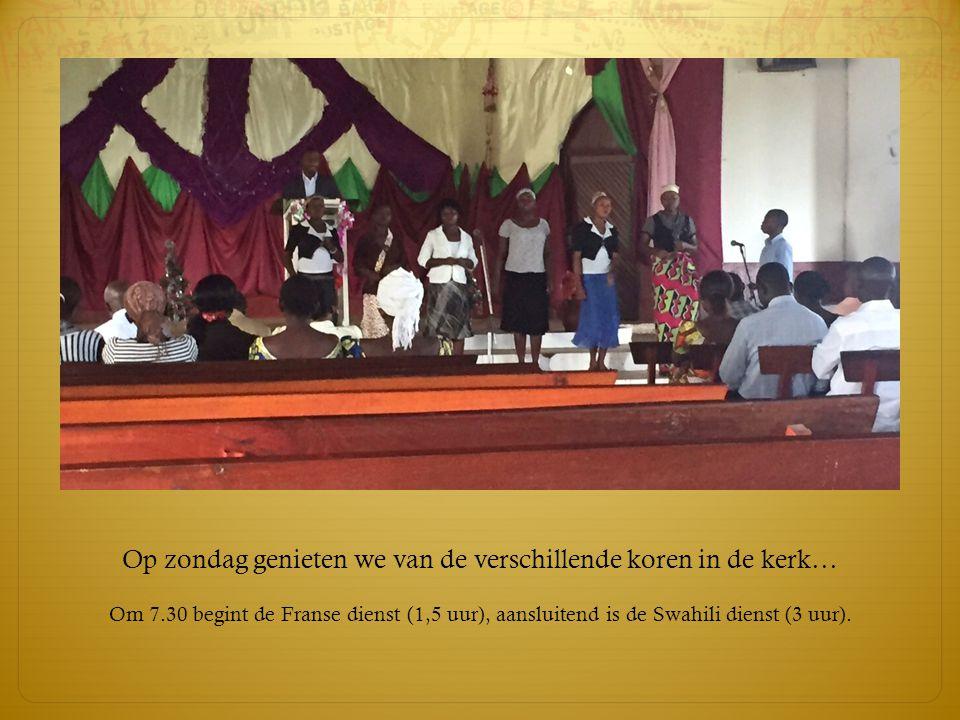 Op zondag genieten we van de verschillende koren in de kerk…