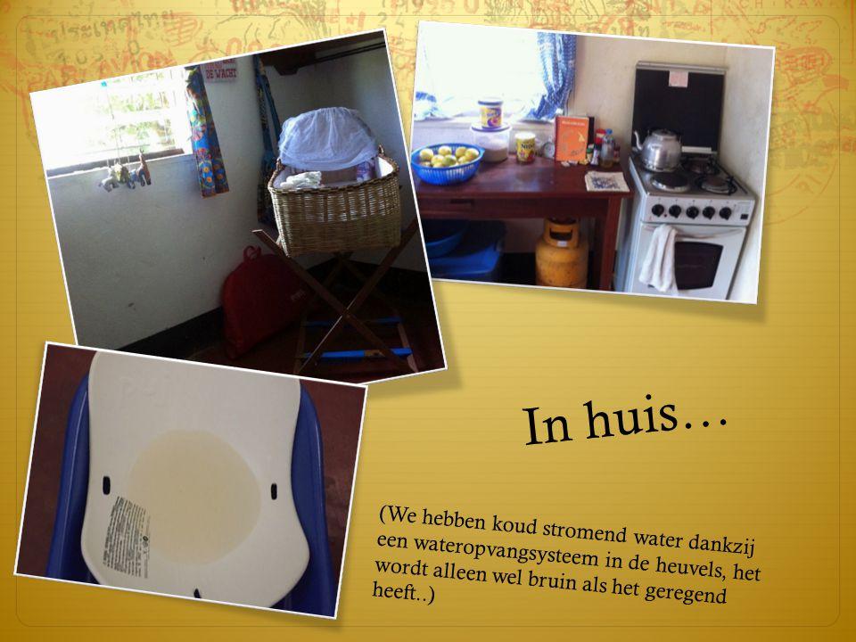 In huis… (We hebben koud stromend water dankzij een wateropvangsysteem in de heuvels, het wordt alleen wel bruin als het geregend heeft..)