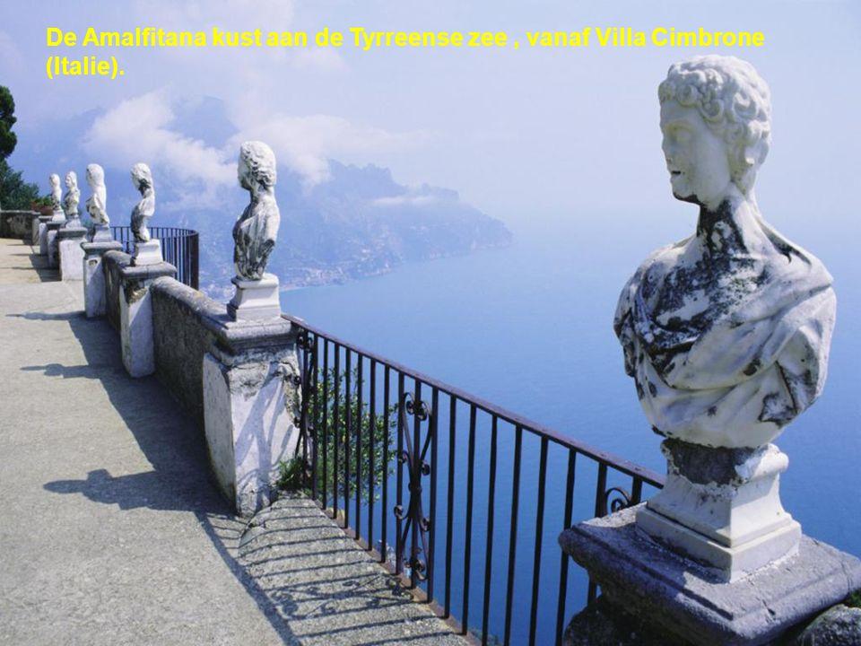 De Amalfitana kust aan de Tyrreense zee , vanaf Villa Cimbrone