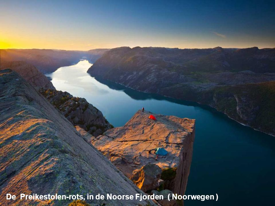 De Preikestolen-rots, in de Noorse Fjorden ( Noorwegen )