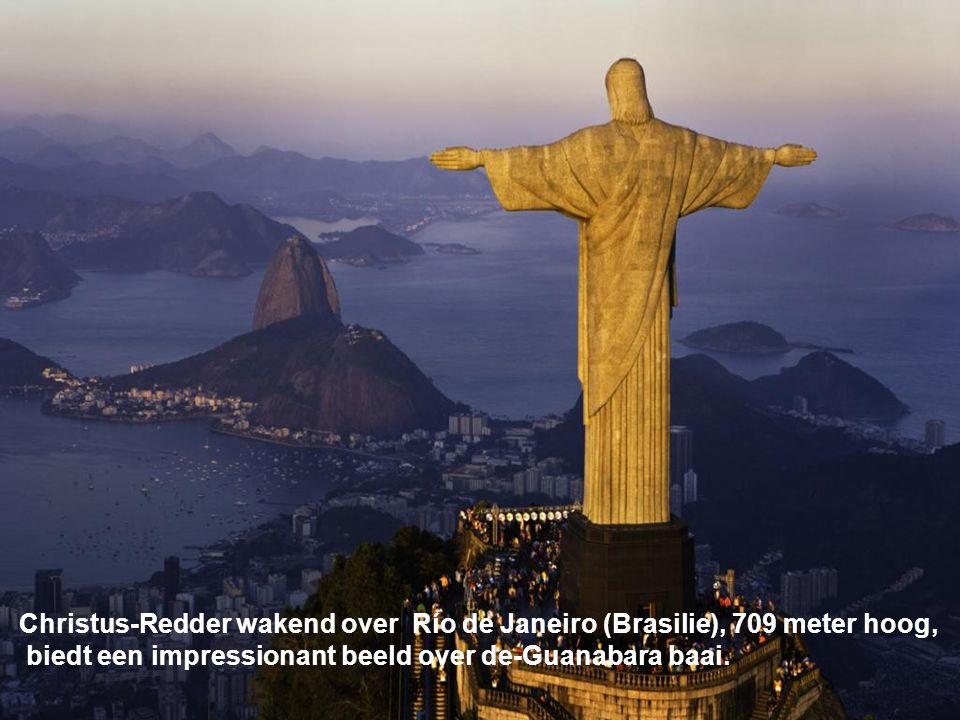Christus-Redder wakend over Río de Janeiro (Brasilie), 709 meter hoog,