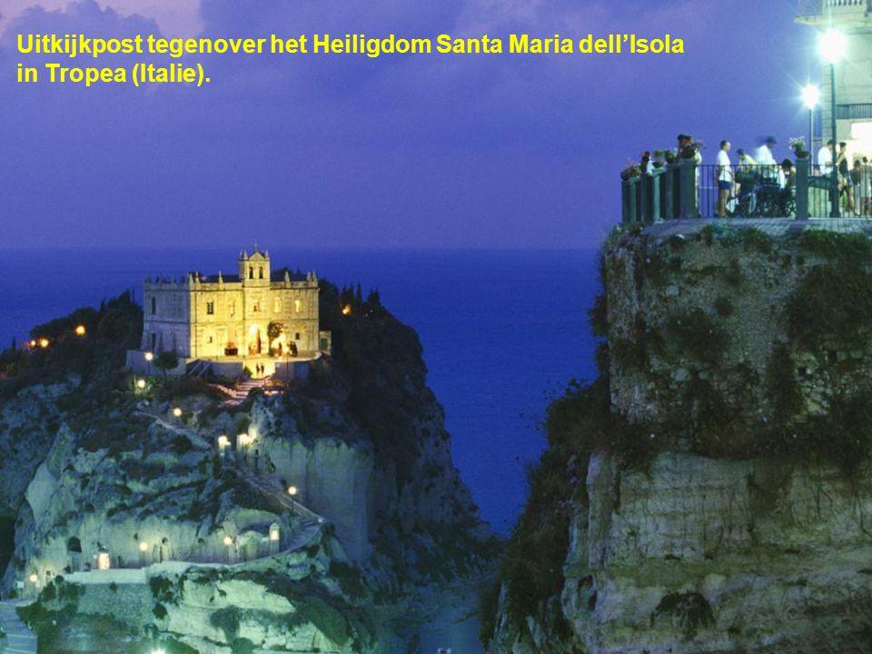 Uitkijkpost tegenover het Heiligdom Santa Maria dell'Isola