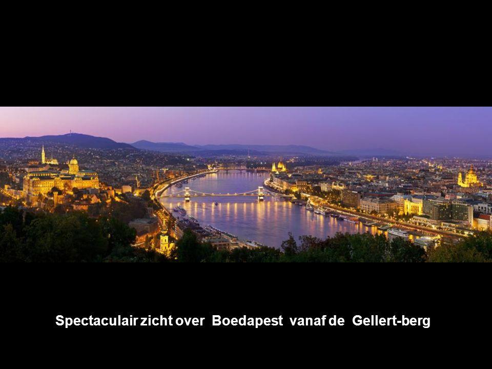 Spectaculair zicht over Boedapest vanaf de Gellert-berg