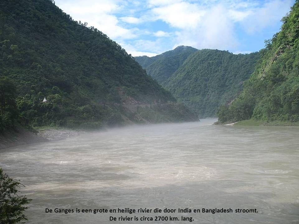De rivier is circa 2700 km. lang.