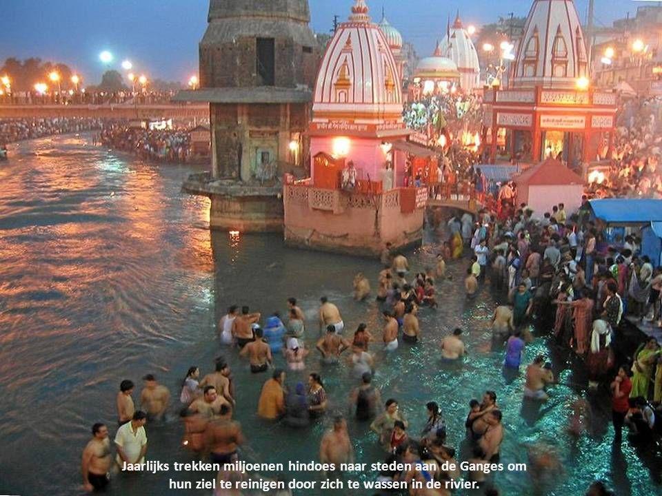 Jaarlijks trekken miljoenen hindoes naar steden aan de Ganges om