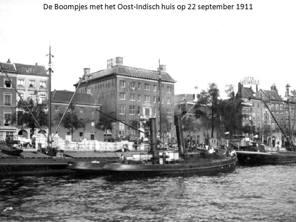 De Boompjes met het Oost-Indisch huis op 22 september 1911