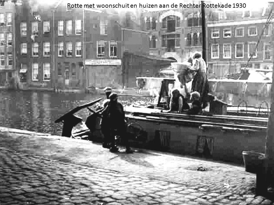 Rotte met woonschuit en huizen aan de Rechter Rottekade 1930