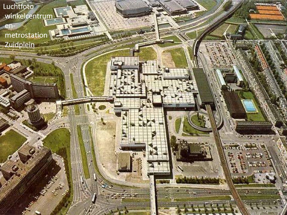 Luchtfoto winkelcentrum en- metrostation Zuidplein