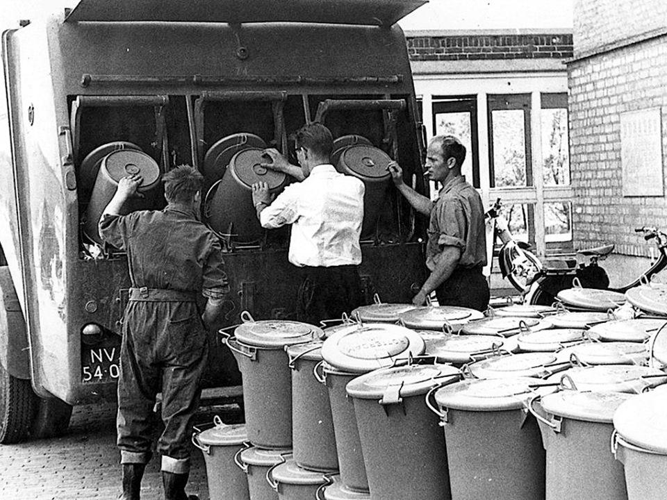 Prachtige oude foto's van het schoonmaken door de ROTEB