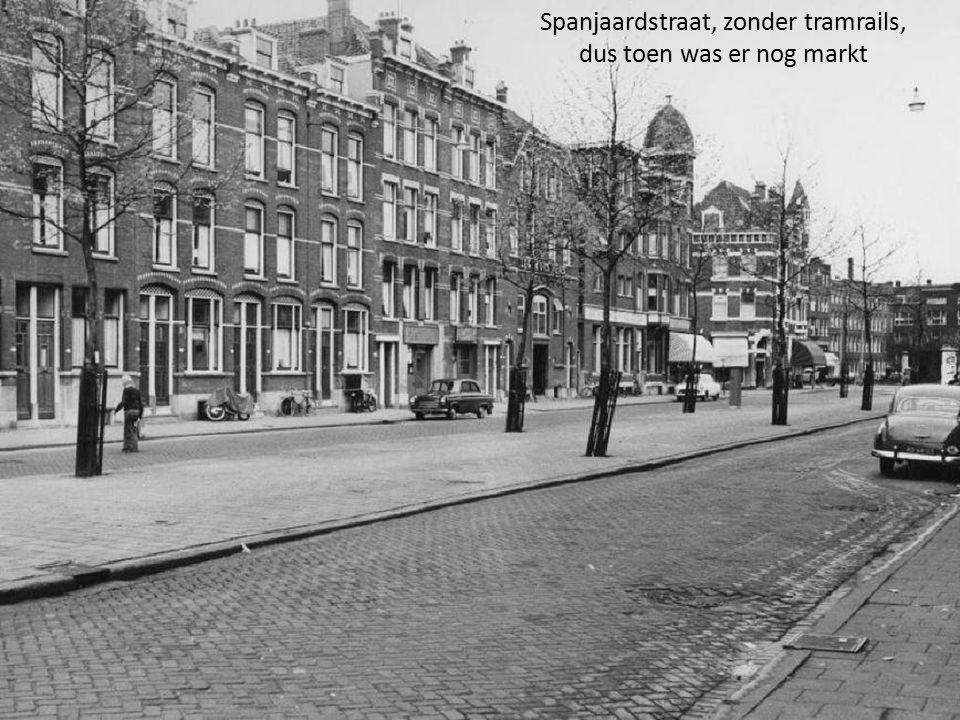 Spanjaardstraat, zonder tramrails, dus toen was er nog markt