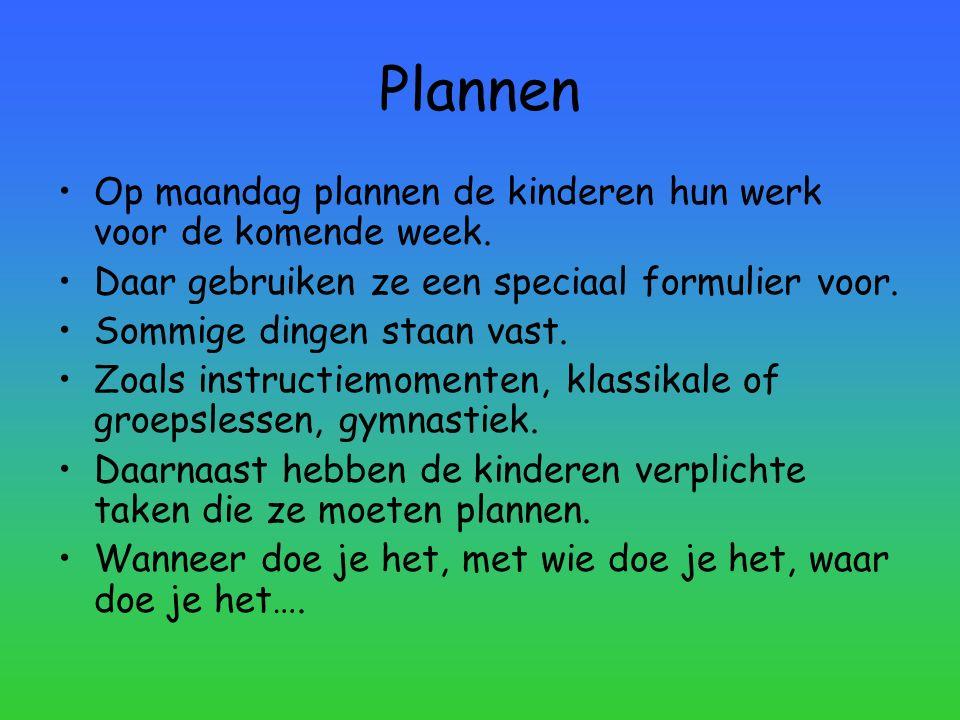 Plannen Op maandag plannen de kinderen hun werk voor de komende week.