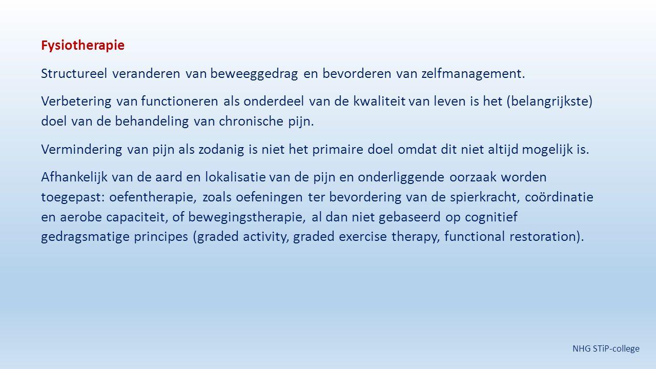 Fysiotherapie Structureel veranderen van beweeggedrag en bevorderen van zelfmanagement. Verbetering van functioneren als onderdeel van de kwaliteit van leven is het (belangrijkste) doel van de behandeling van chronische pijn. Vermindering van pijn als zodanig is niet het primaire doel omdat dit niet altijd mogelijk is. Afhankelijk van de aard en lokalisatie van de pijn en onderliggende oorzaak worden toegepast: oefentherapie, zoals oefeningen ter bevordering van de spierkracht, coördinatie en aerobe capaciteit, of bewegingstherapie, al dan niet gebaseerd op cognitief gedragsmatige principes (graded activity, graded exercise therapy, functional restoration).