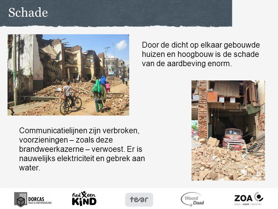 Schade Door de dicht op elkaar gebouwde huizen en hoogbouw is de schade van de aardbeving enorm.