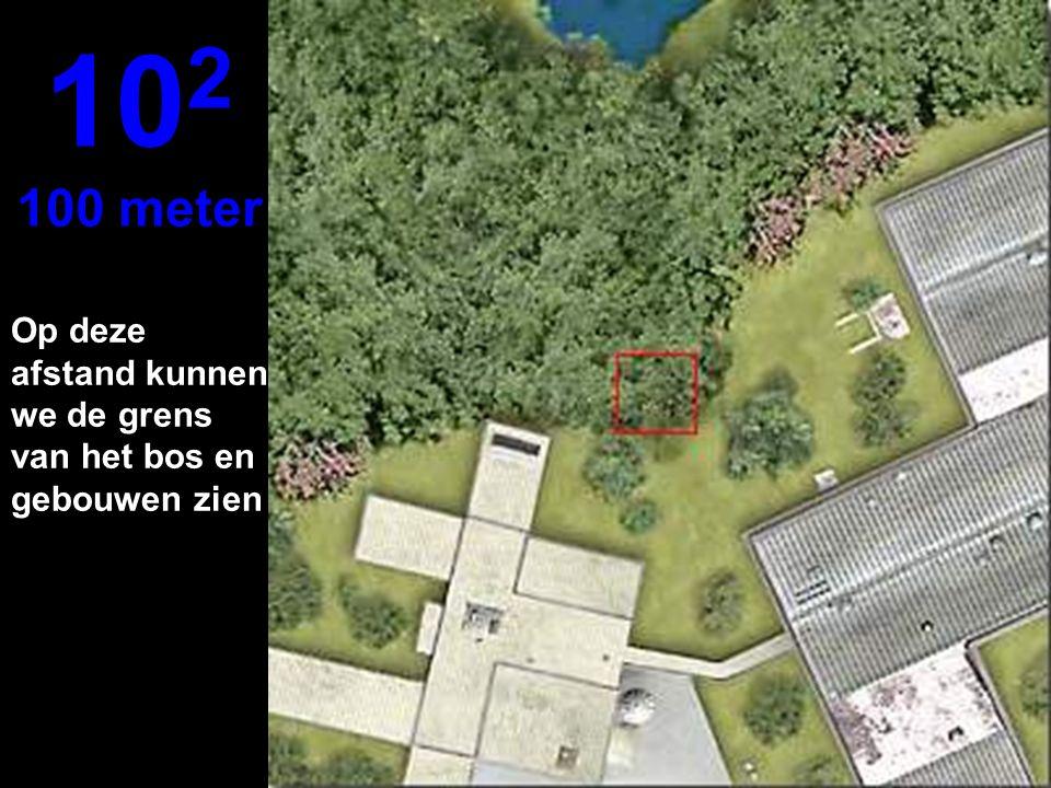 102 100 meter Op deze afstand kunnen we de grens van het bos en gebouwen zien