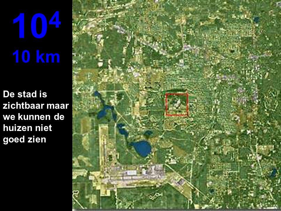 104 10 km De stad is zichtbaar maar we kunnen de huizen niet goed zien