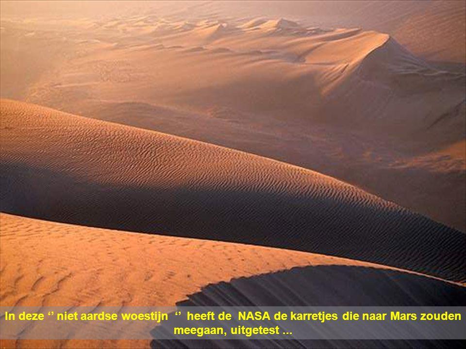 In deze '' niet aardse woestijn '' heeft de NASA de karretjes die naar Mars zouden meegaan, uitgetest ...