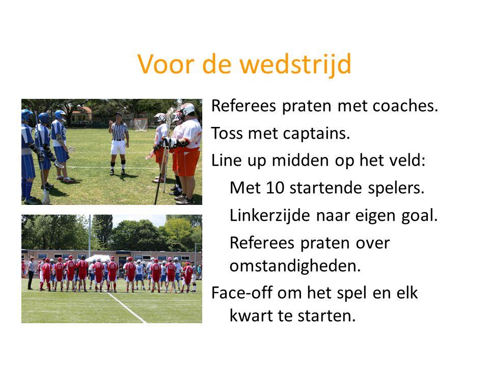 Voor de wedstrijd Referees praten met coaches. Toss met captains.