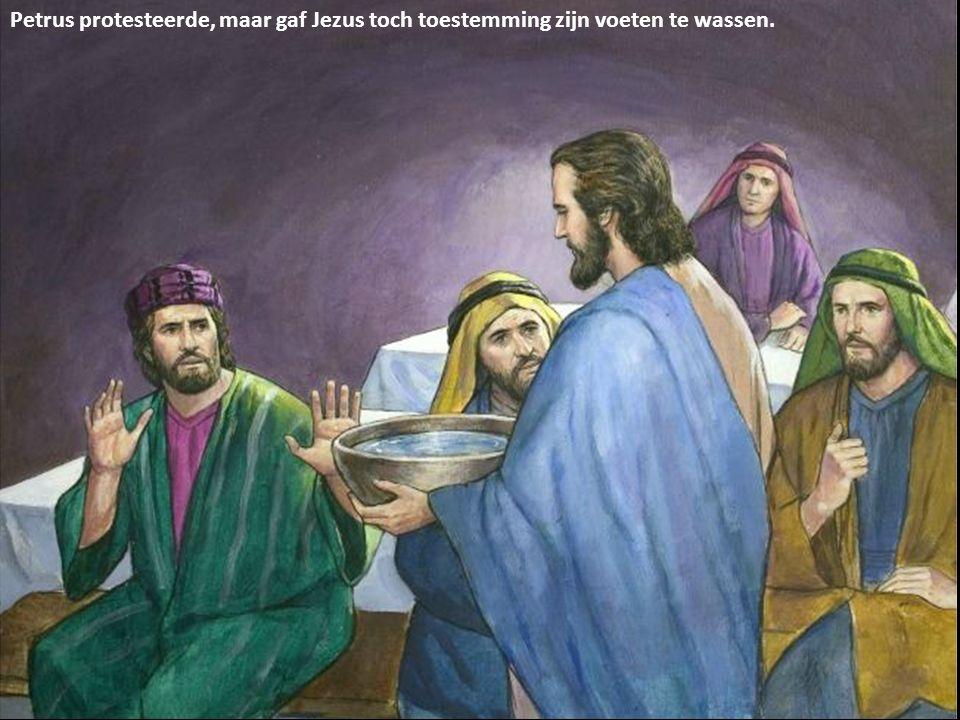Petrus protesteerde, maar gaf Jezus toch toestemming zijn voeten te wassen.