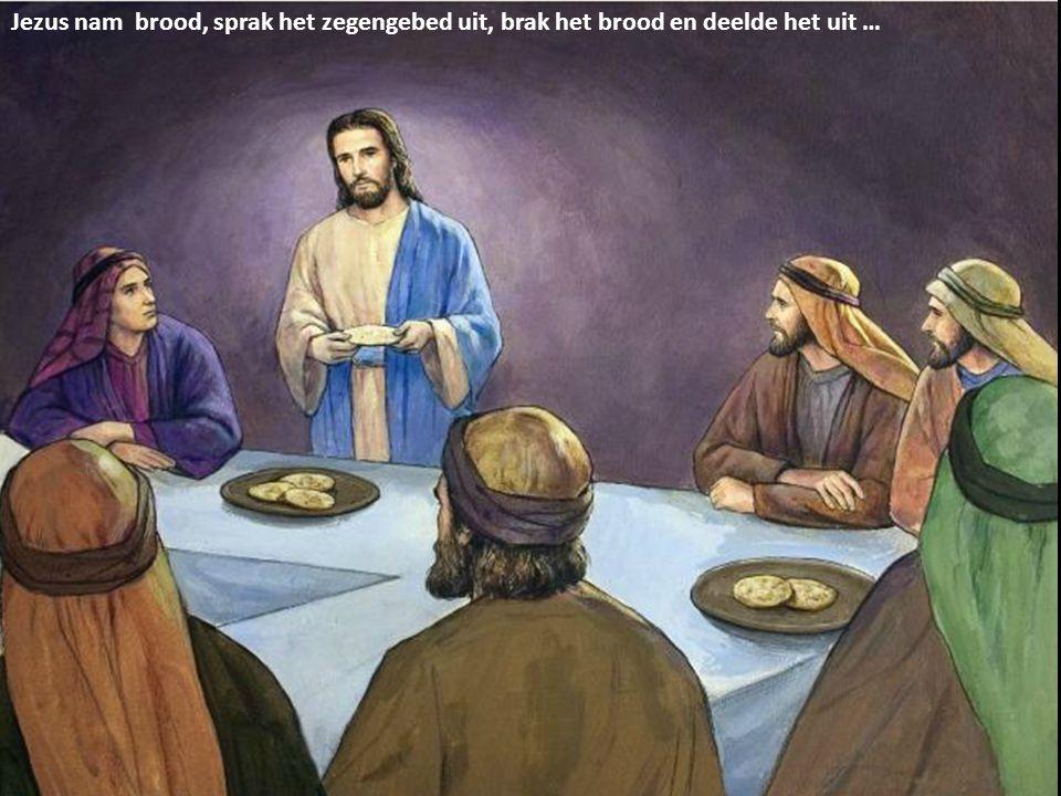 Jezus nam brood, sprak het zegengebed uit, brak het brood en deelde het uit …
