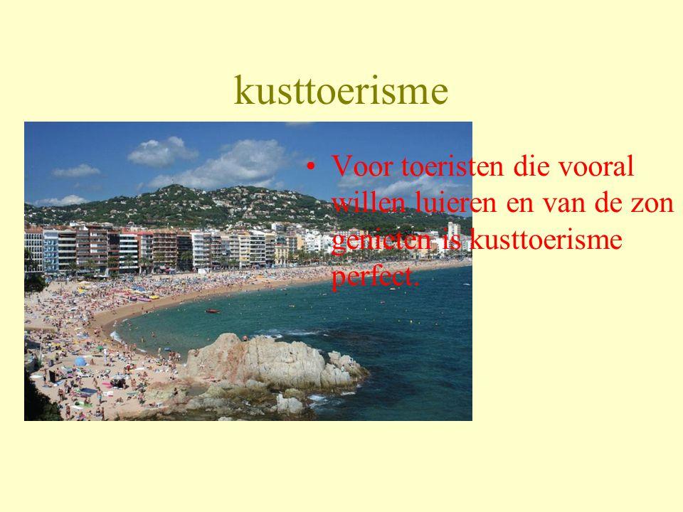 kusttoerisme Voor toeristen die vooral willen luieren en van de zon genieten is kusttoerisme perfect.