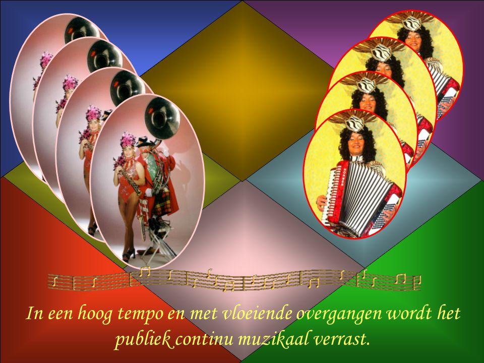 In een hoog tempo en met vloeiende overgangen wordt het publiek continu muzikaal verrast.