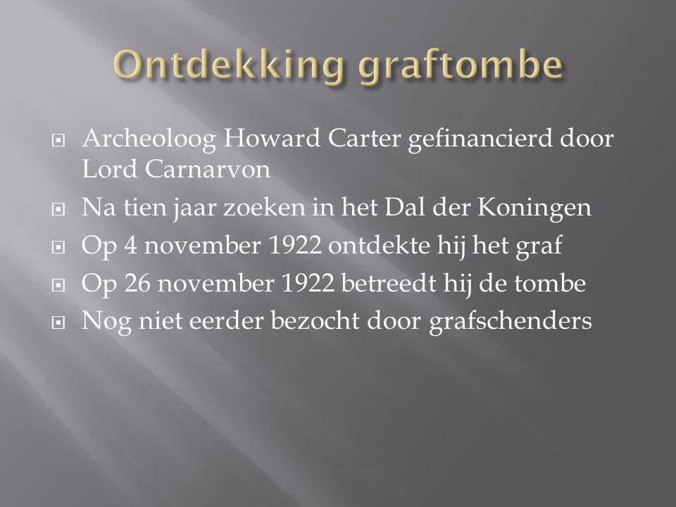 Ontdekking graftombe Archeoloog Howard Carter gefinancierd door Lord Carnarvon. Na tien jaar zoeken in het Dal der Koningen.