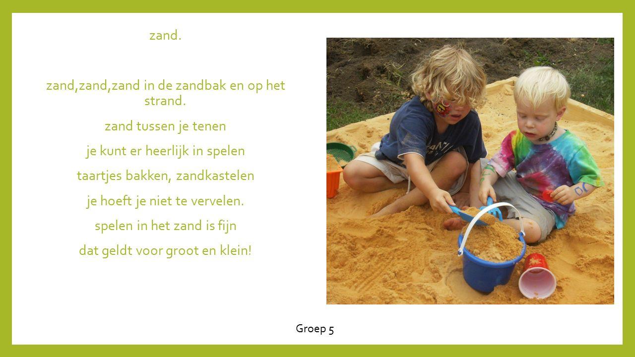 zand. zand,zand,zand in de zandbak en op het strand