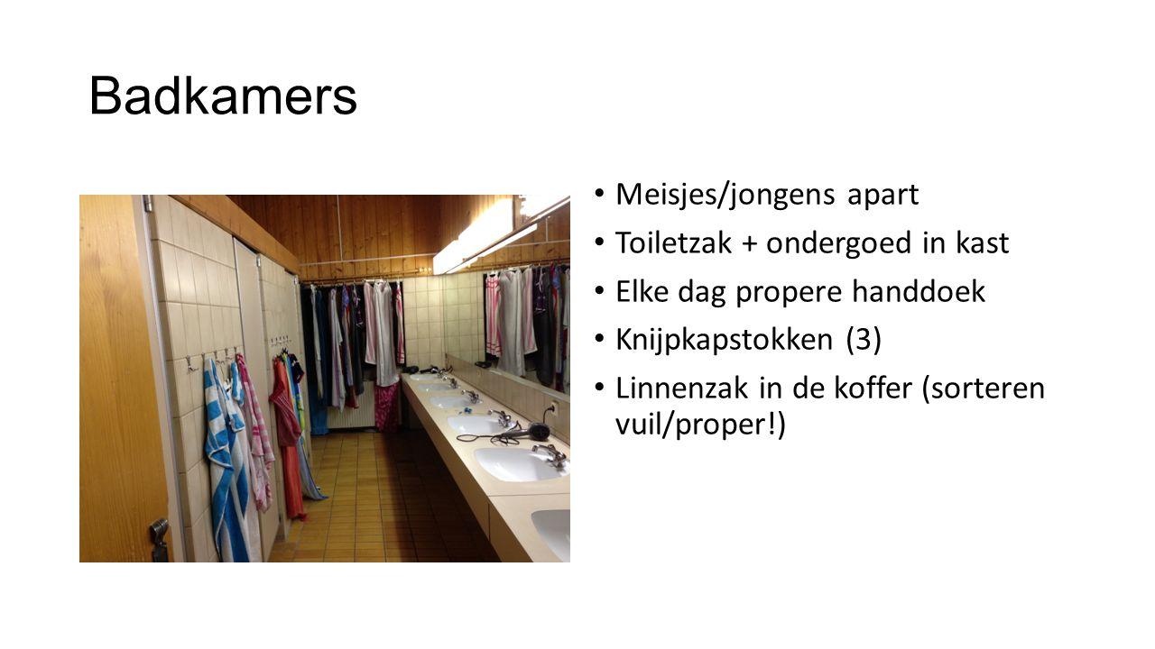 Badkamers Meisjes/jongens apart Toiletzak + ondergoed in kast
