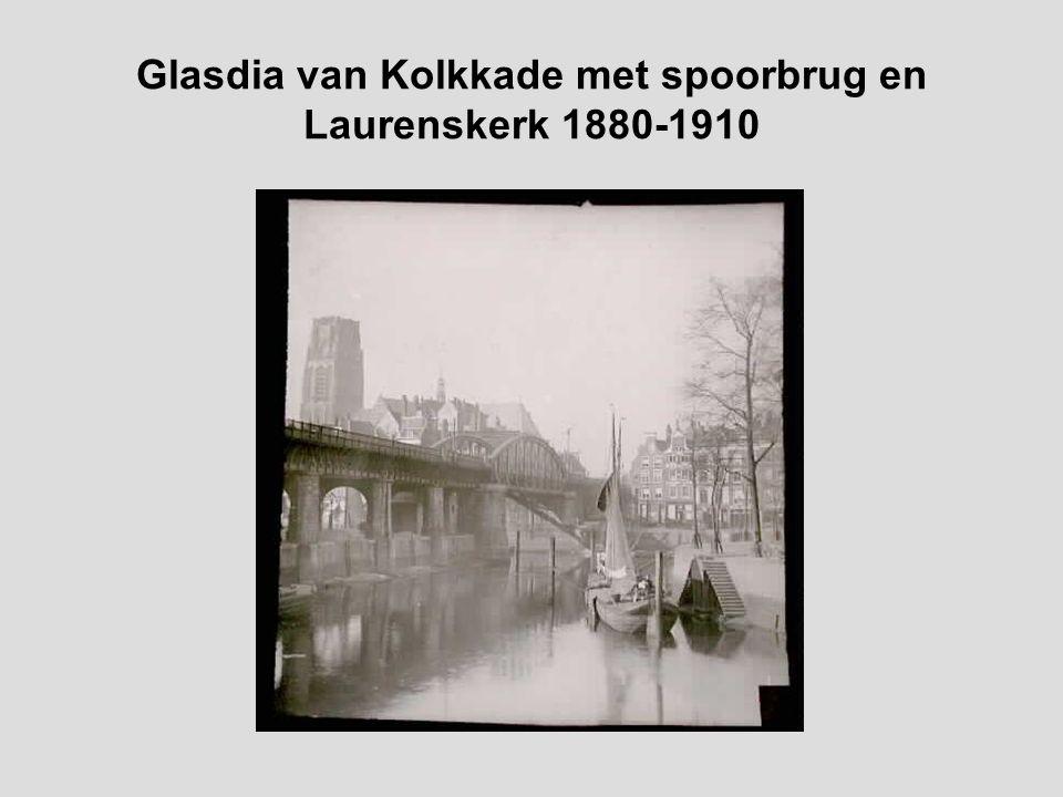 Glasdia van Kolkkade met spoorbrug en Laurenskerk 1880-1910