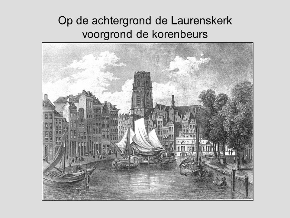 Op de achtergrond de Laurenskerk voorgrond de korenbeurs