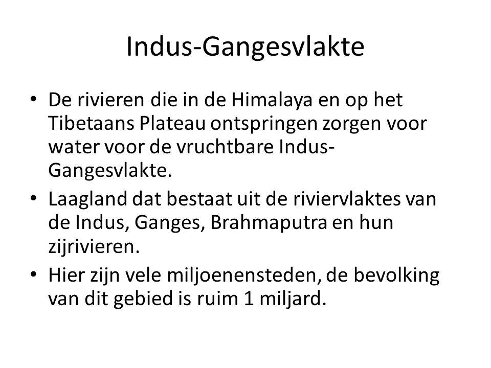 Indus-Gangesvlakte De rivieren die in de Himalaya en op het Tibetaans Plateau ontspringen zorgen voor water voor de vruchtbare Indus-Gangesvlakte.