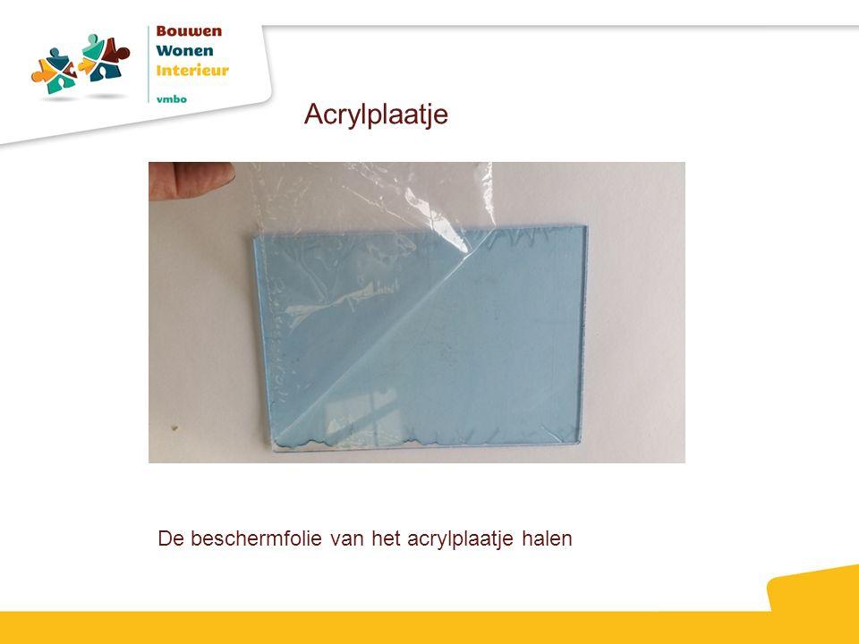 Acrylplaatje De beschermfolie van het acrylplaatje halen