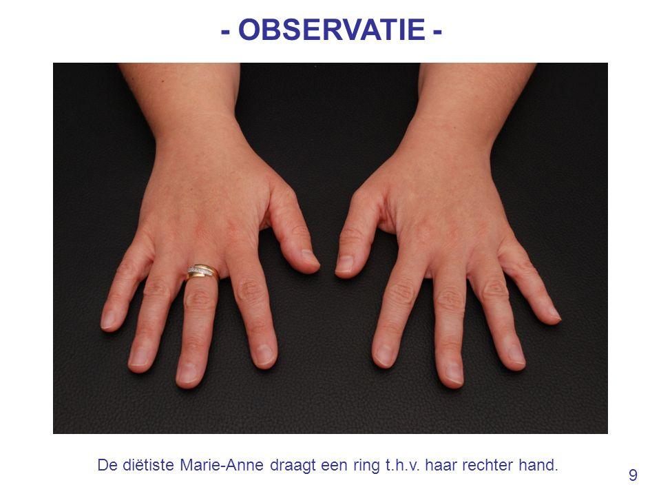De diëtiste Marie-Anne draagt een ring t.h.v. haar rechter hand.
