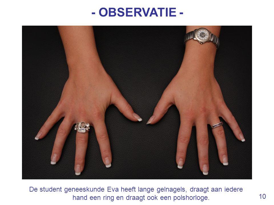 - OBSERVATIE - De student geneeskunde Eva heeft lange gelnagels, draagt aan iedere hand een ring en draagt ook een polshorloge.