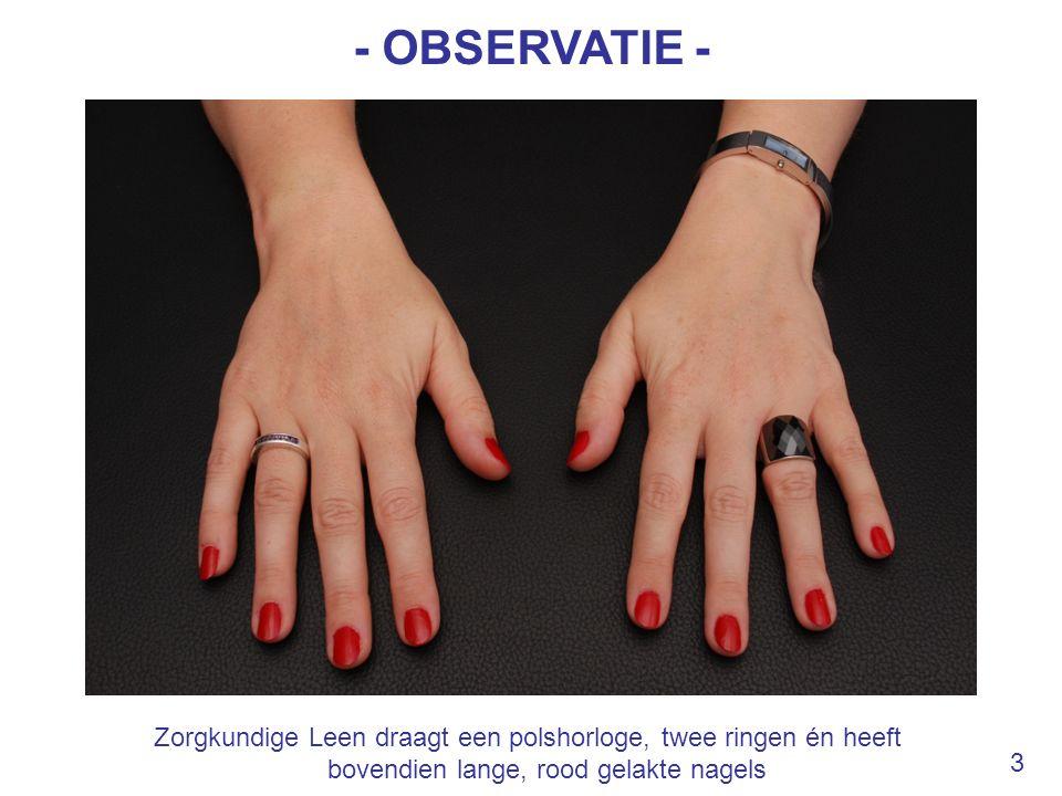 - OBSERVATIE - Zorgkundige Leen draagt een polshorloge, twee ringen én heeft bovendien lange, rood gelakte nagels.