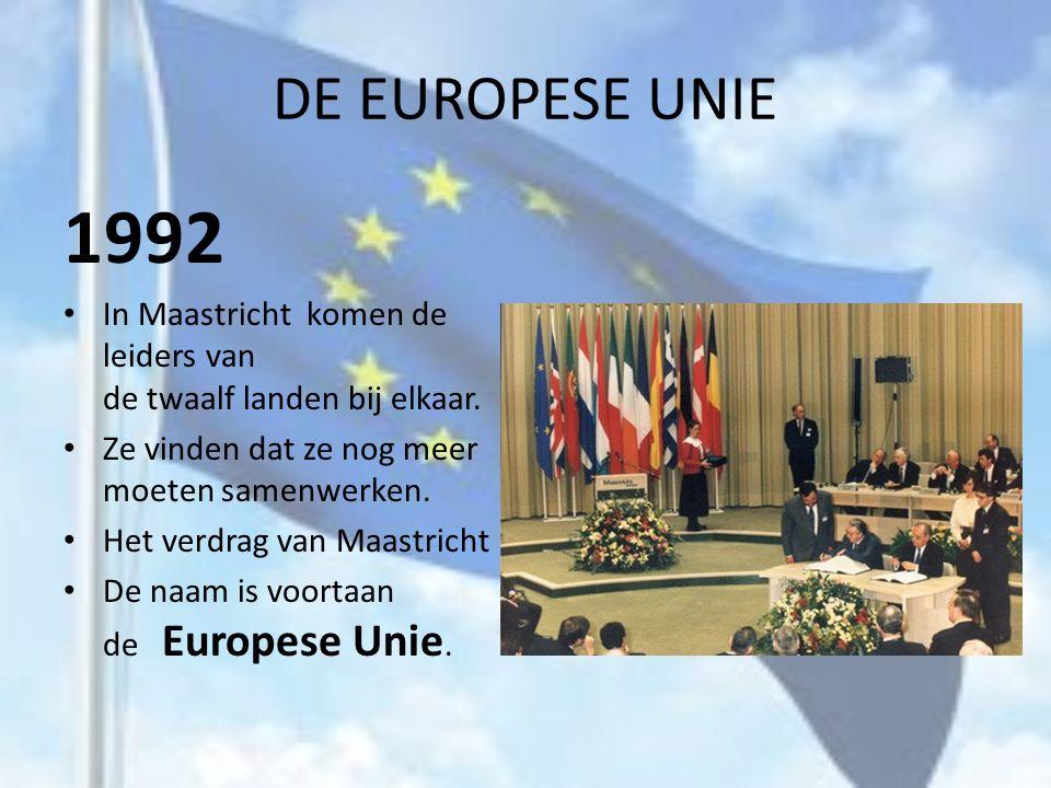 DE EUROPESE UNIE 1992. In Maastricht komen de leiders van de twaalf landen bij elkaar. Ze vinden dat ze nog meer moeten samenwerken.
