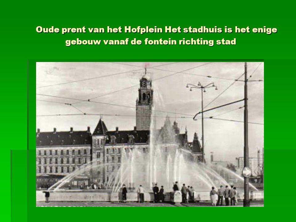 Oude prent van het Hofplein Het stadhuis is het enige gebouw vanaf de fontein richting stad