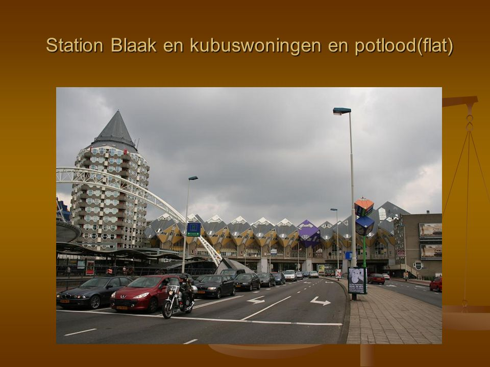 Station Blaak en kubuswoningen en potlood(flat)