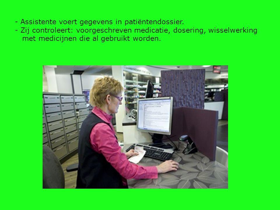 - Assistente voert gegevens in patiëntendossier