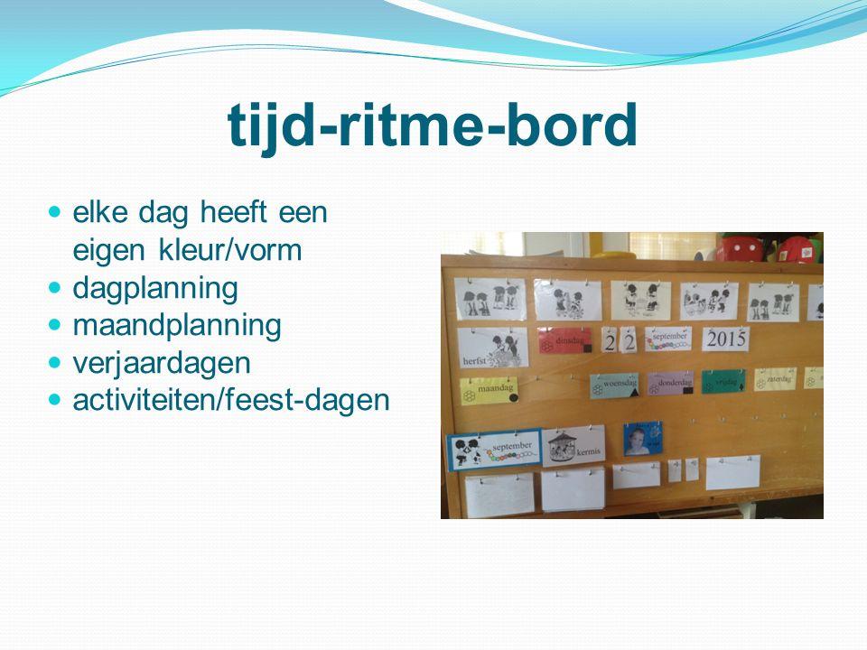 tijd-ritme-bord elke dag heeft een eigen kleur/vorm dagplanning