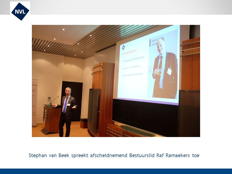 Stephan van Beek spreekt afscheidnemend Bestuurslid Raf Ramaekers toe