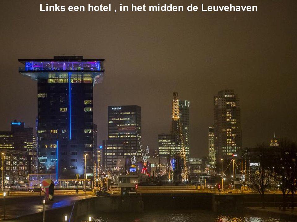 Links een hotel , in het midden de Leuvehaven