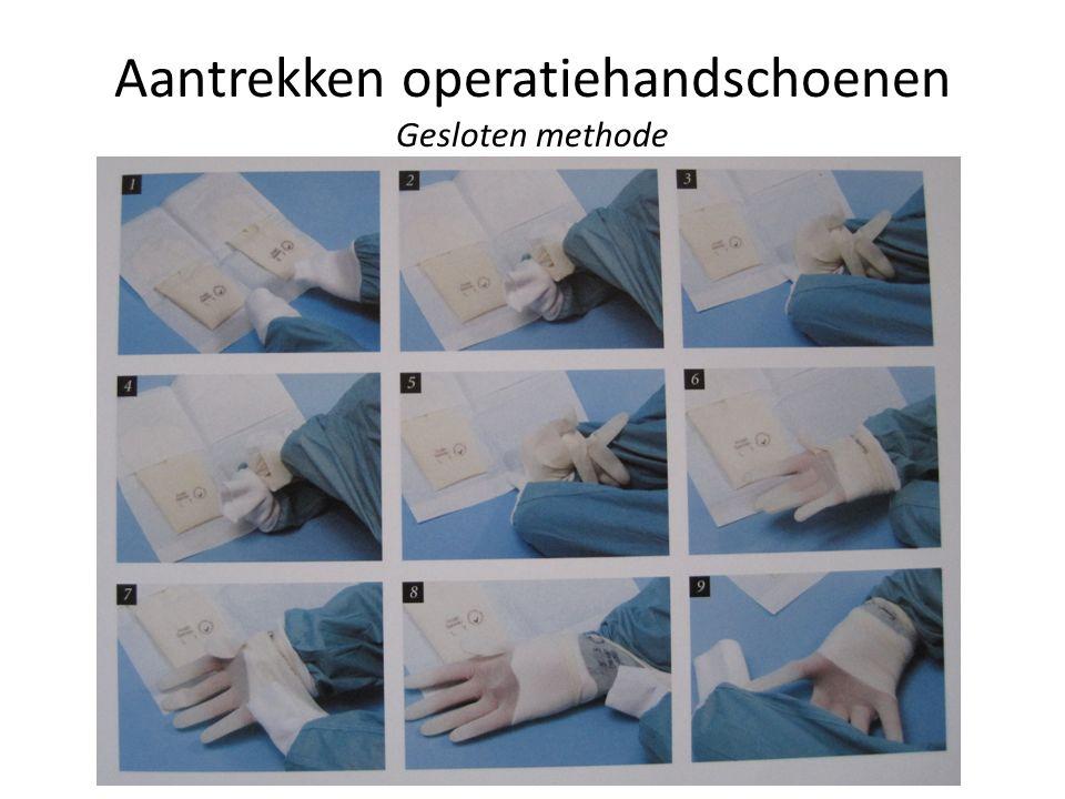 Aantrekken operatiehandschoenen Gesloten methode