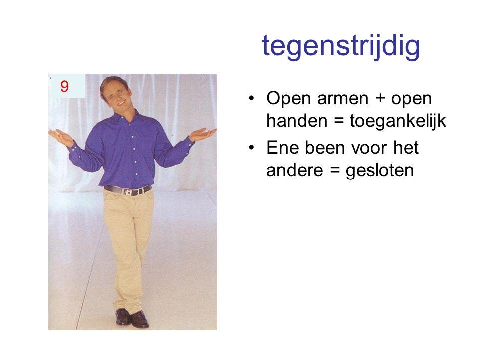 tegenstrijdig Open armen + open handen = toegankelijk