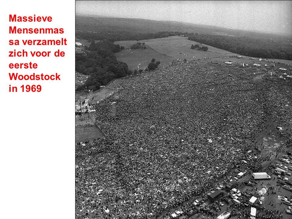 Massieve Mensenmassa verzamelt zich voor de eerste Woodstock in 1969