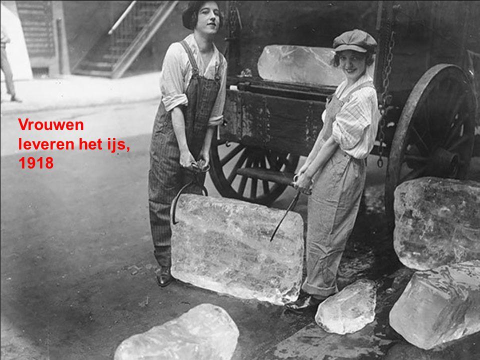 Vrouwen leveren het ijs, 1918